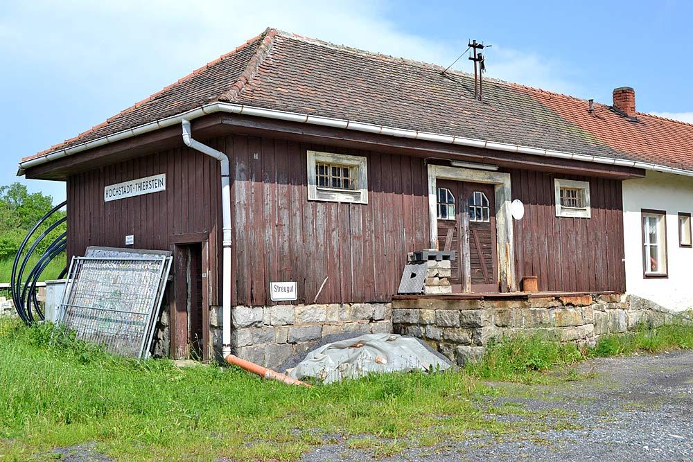 Ehemaliges Bahnhofsgebäude in Höchstädt