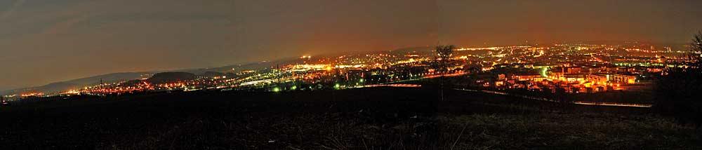Panoramaaufnahme von Hof bei Nacht vom Wartturm aus gesehen