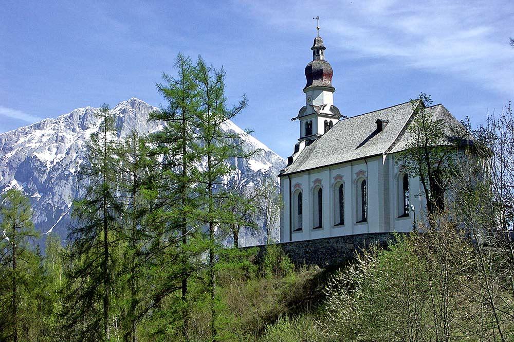 Blick auf die Wallfahrtskirche St. Antonius in Rietz