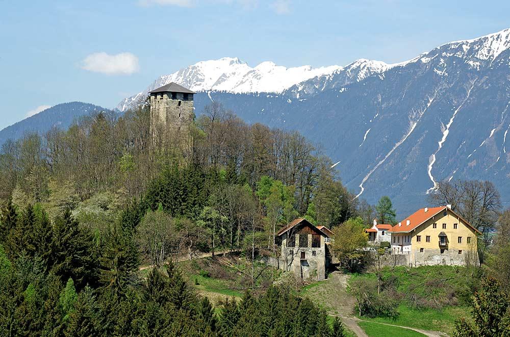 Blick auf die Burgruine Hörtenberg in Pfaffenhofen