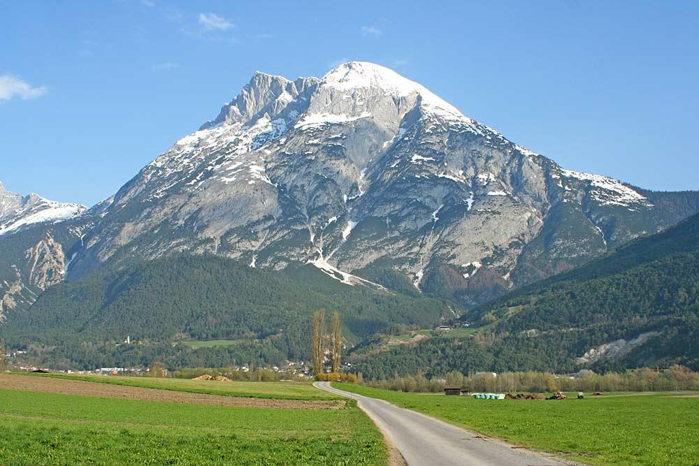 Blick auf die Hohe Munde bei Oberhofen im Inntal