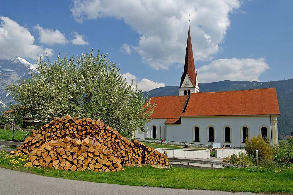 Außenansicht der Pfarrkirche St. Margareta in Flaurling