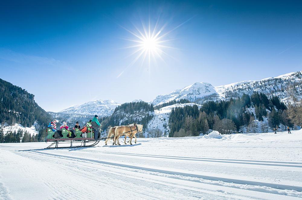 Pferdeschlittenfahrt durch die Winterlandschaft von Tweng