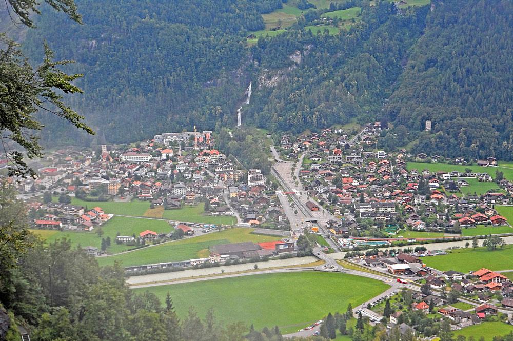 Blick vom Reichenbachfall aus auf Meiringen
