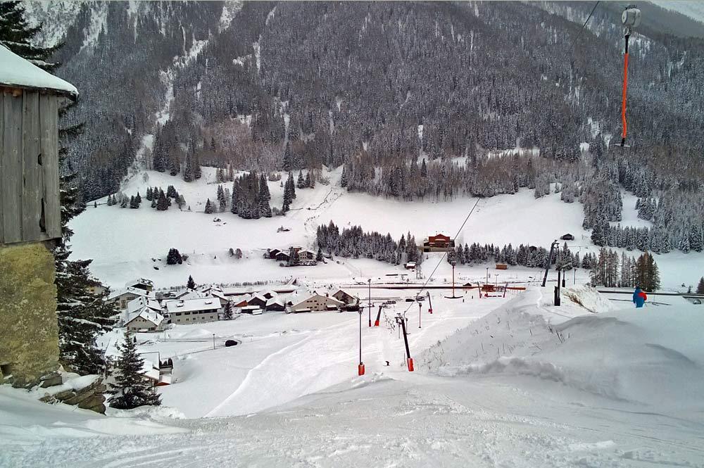 Blick auf den Ort Mathon im Winter