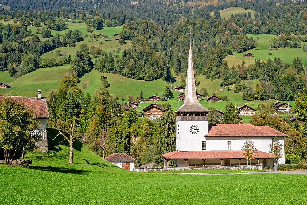 Außenansicht der Schattenseite der reformierten Kirche in Därstetten