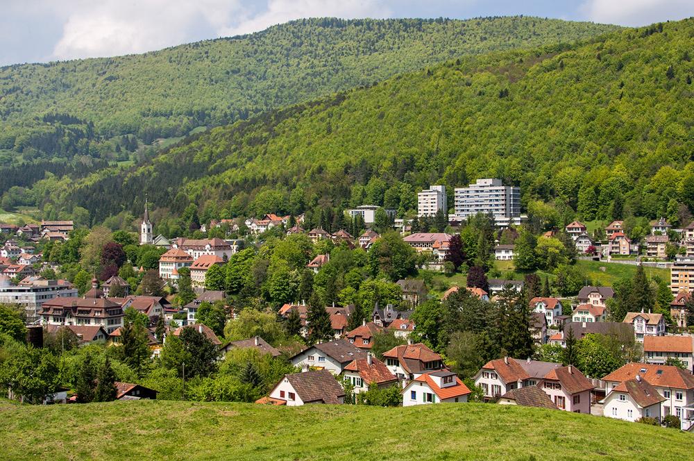 Blick auf Moutier im Berner Jura