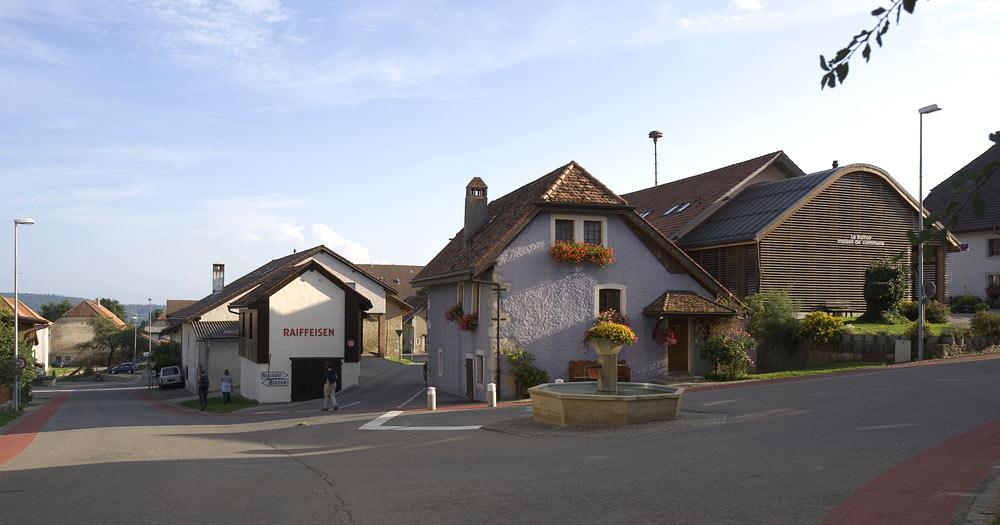 Stadtplatz von Nods im Berner Jura