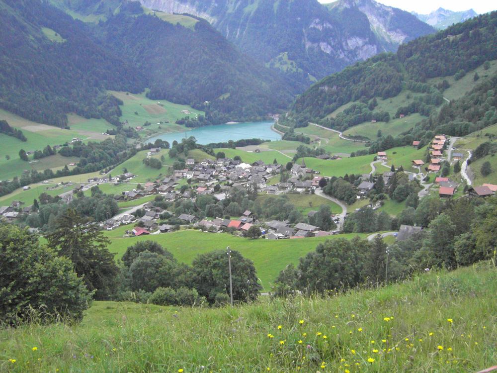Blick auf Rossinière und den Lac du Vernex