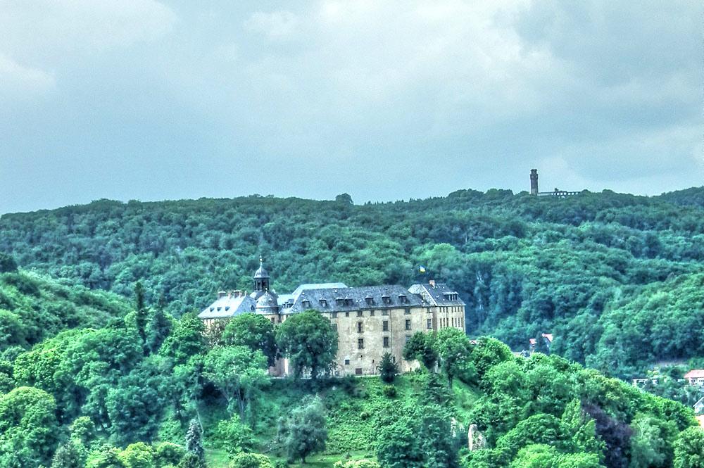 Panoramablick auf Schloss Blankenburg in Zweisimmen