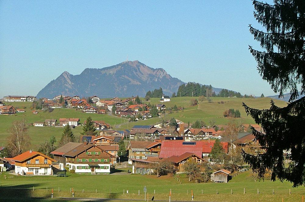 Obermaiselstein mit dem Grünten im Hintergrund