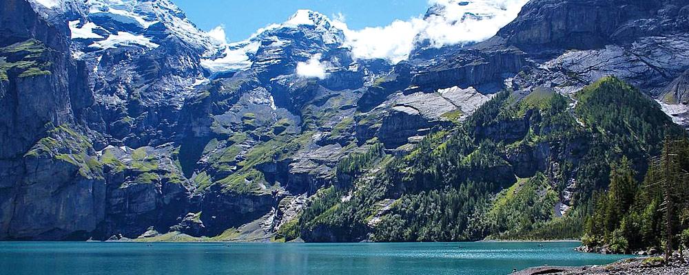 Panoramablick auf den Oeschinensee