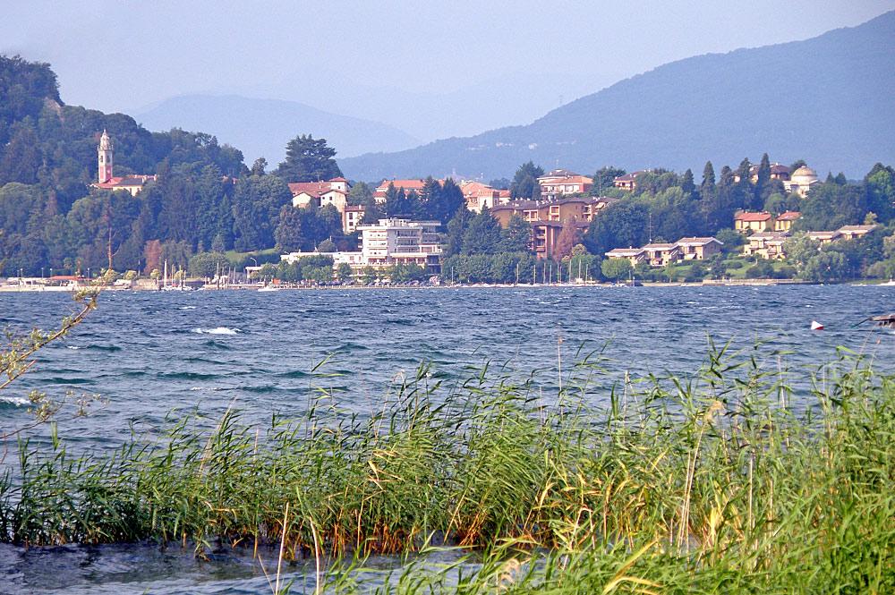 Blick auf Ispra am Ufer des Lago Maggiores