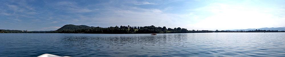 Panoramablick auf die Mitte des Lago di Monate