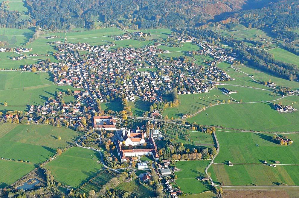 Luftaufnahme von Benediktbeuern