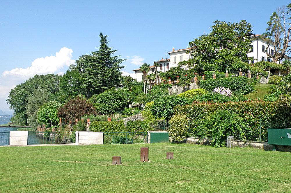 Öffentlicher Park in Ranco am Ufer des Lago Maggiore