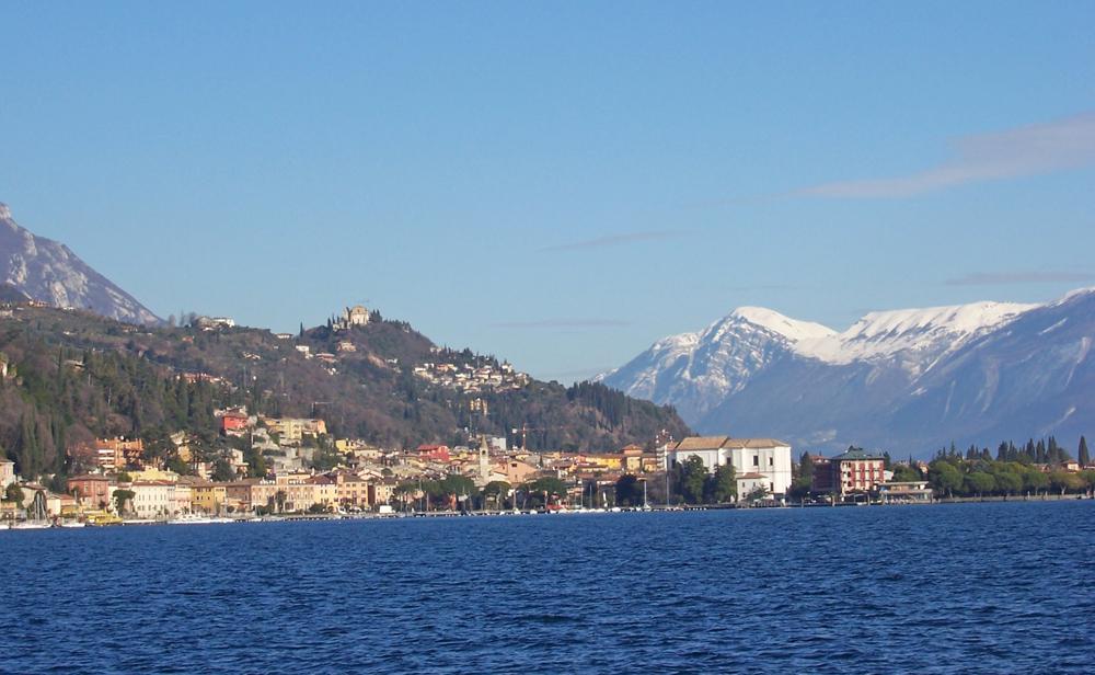 Blick auf Toscolano-Maderno am Gardasee