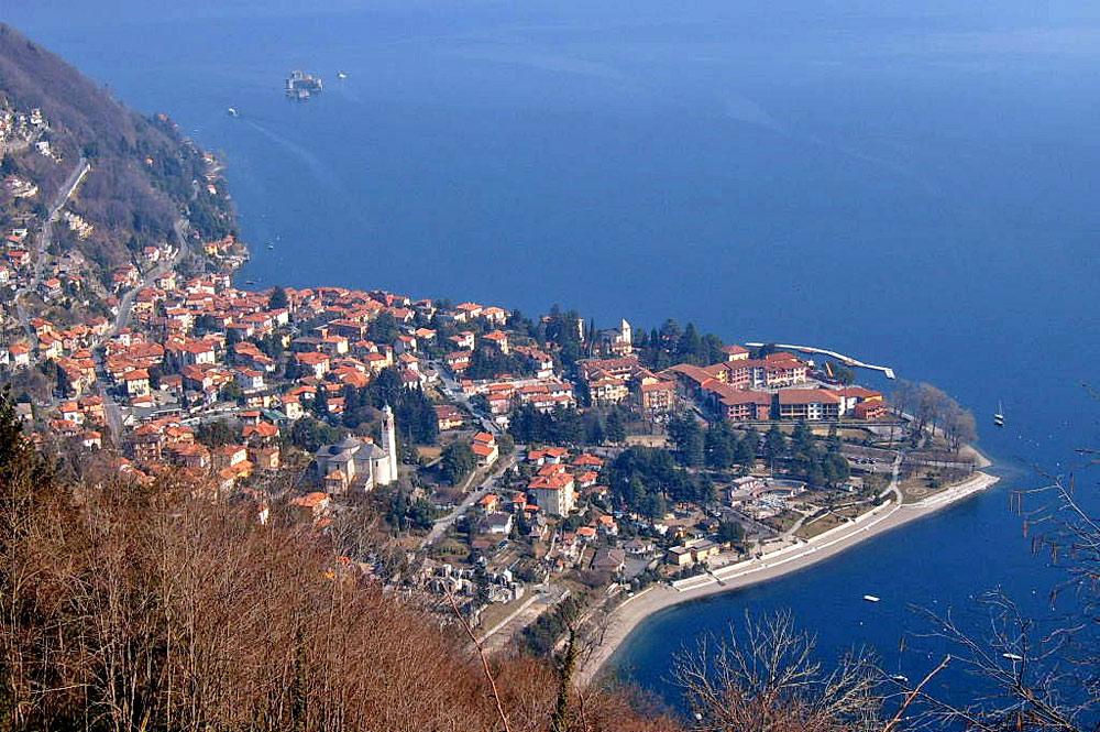Luftaufnahme von Cannero Riviera am Lago Maggiore