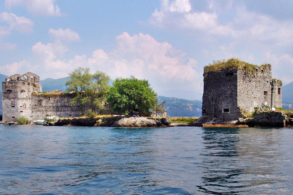 Blick auf die Castelli di Cannero im Lago Maggiore