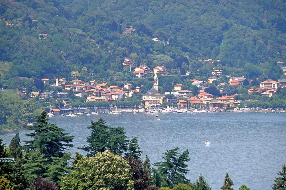 Blick auf den Hafen von Lesa am Lago Maggiore