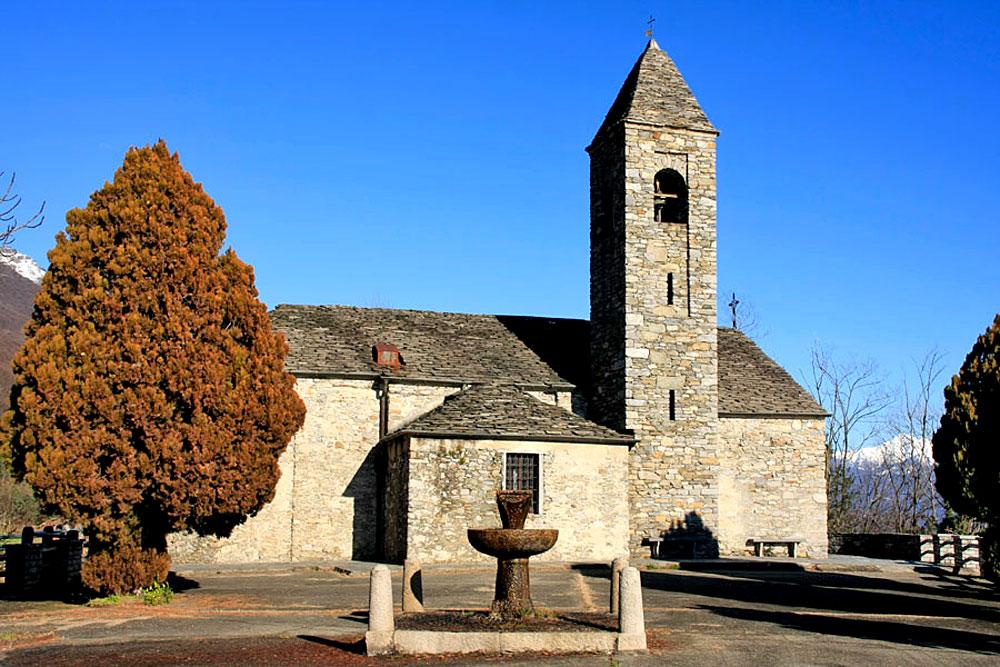 Blick auf die Kirche Santa Marta in Oggebbio