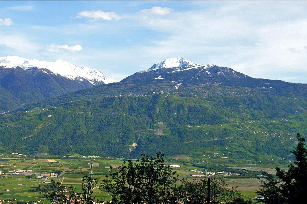 Blick auf die Gemeinde Nendaz und den Berg Dent de Nendaz