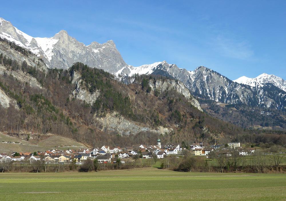 Blick auf Fläsch in der Schweiz