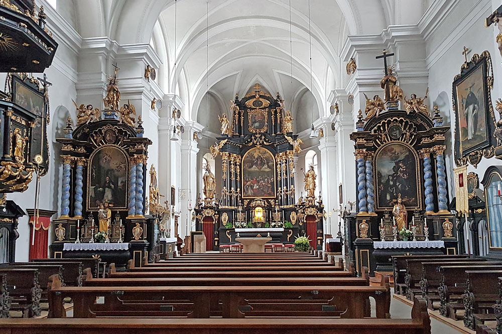Blick in den Innenraum der Wallfahrtskirche zum Heiligen Dominikus in Kramsach-Mariathal