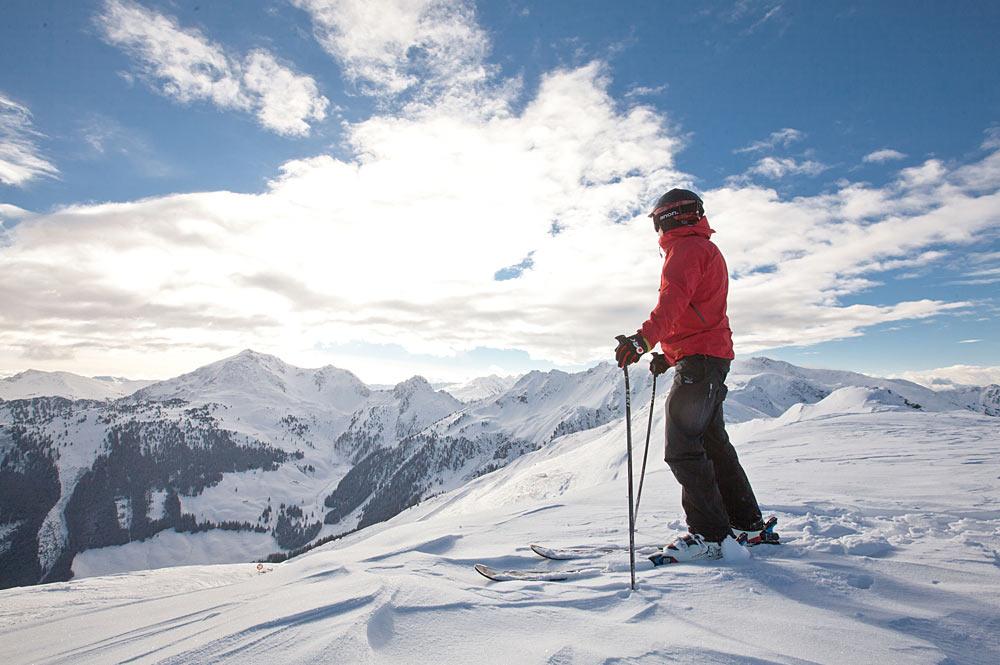 Skifahrer am Wiedersbergerhorn im Ski Juwel Alpbachtal Wildschönau