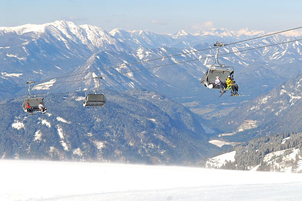 Blick auf einen Sessellift im Skigebiet Gerlitzen