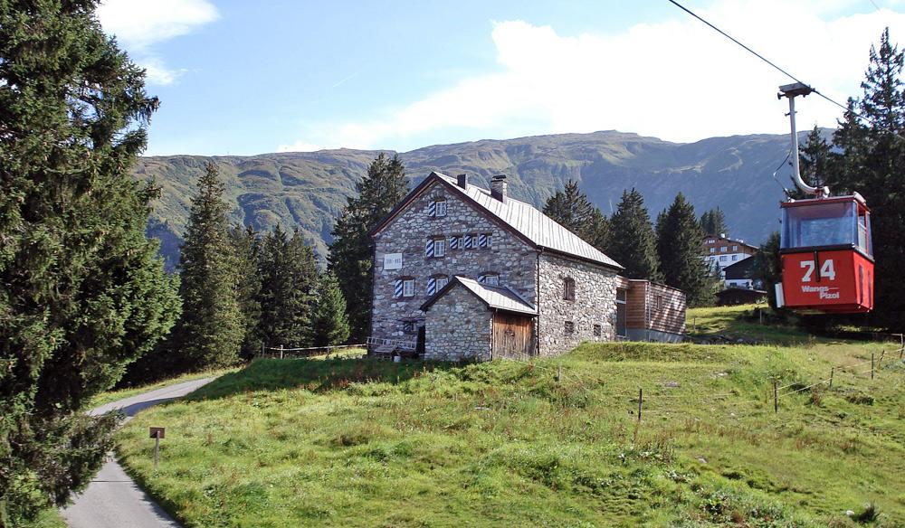 Hütte mit Pizolbahn