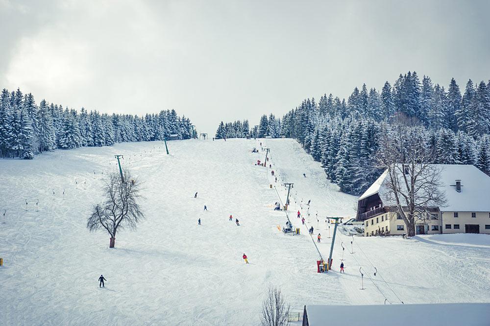 Blick auf den Skilift und die Piste in Titisee-Neustadt