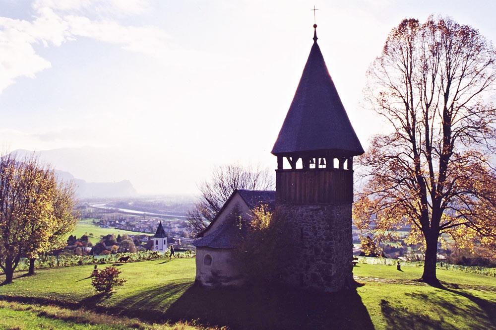 Blick auf die St. Mamerta Kapelle in Triesen