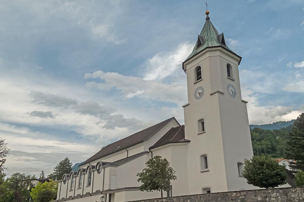 Außenansicht der Pfarrkirche St. Gallus in Triesen