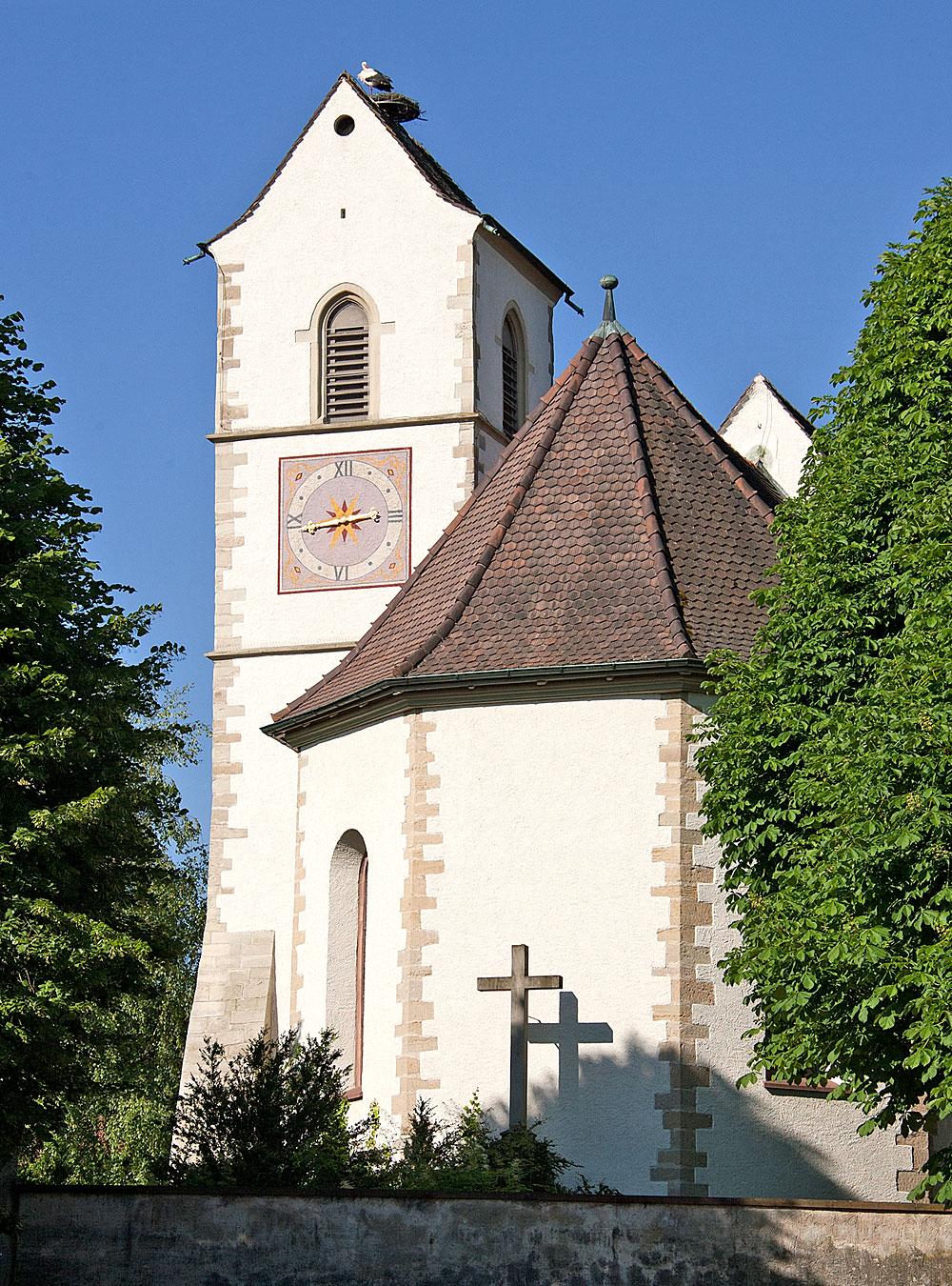 Außenansicht der Dorfkirche St. Peter und Paul in Allschwil