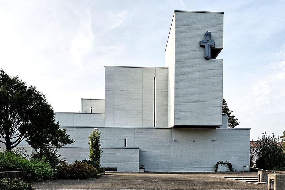 Außenansicht der Pfarrkirche Johannes Maria Vianney in Muttenz