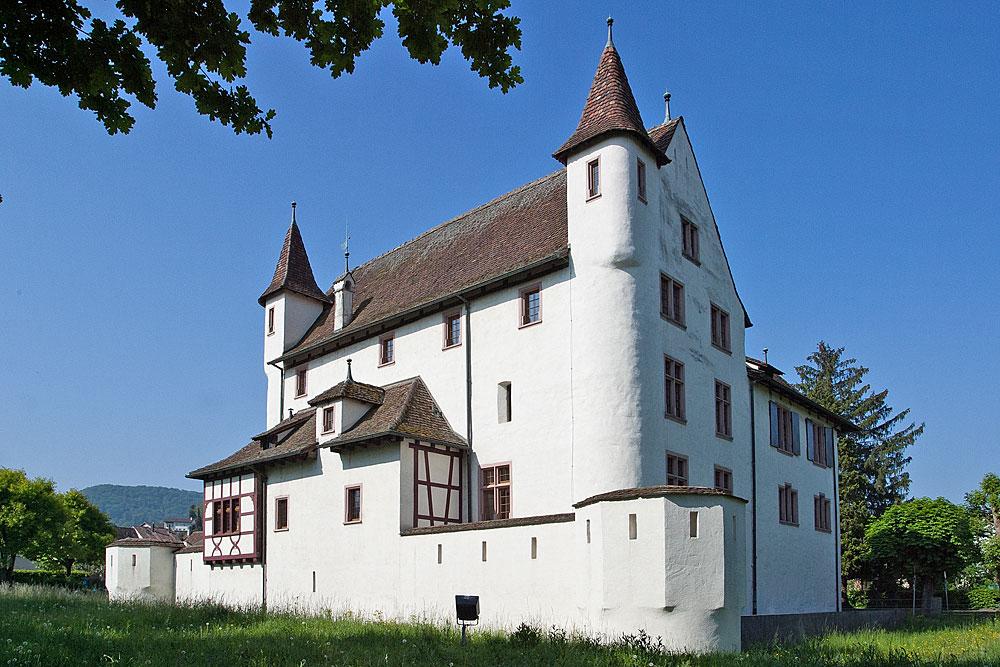 Außenansicht von Schloss Pratteln