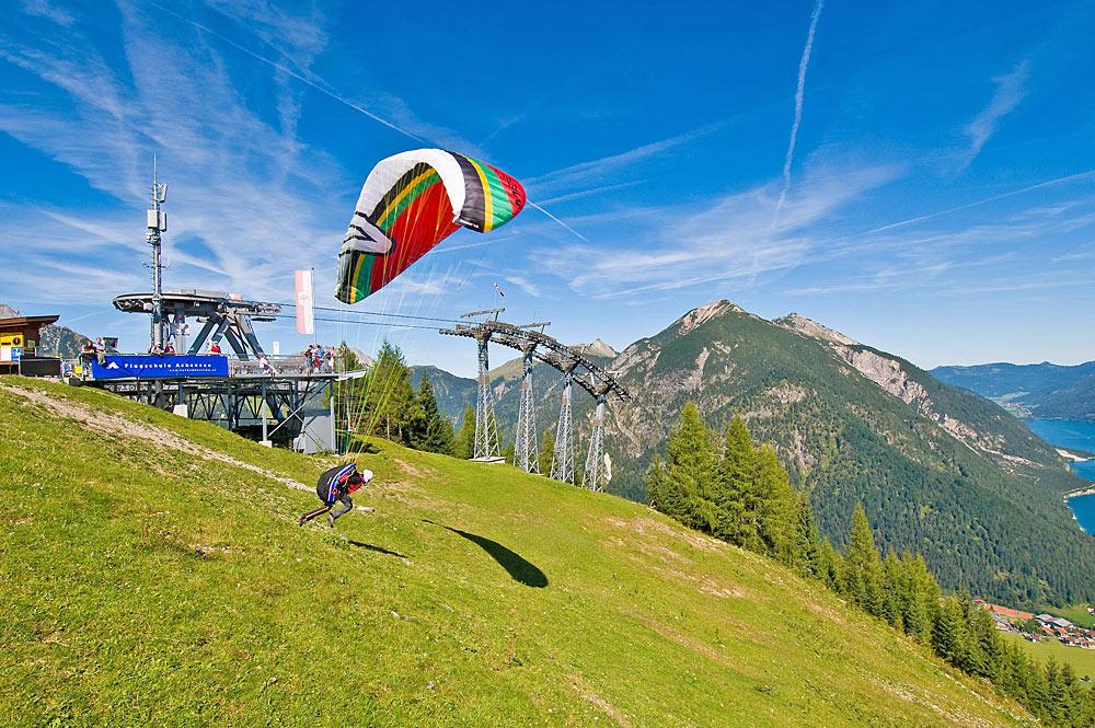 Paraglider bei Pertisau im Rofangebirge
