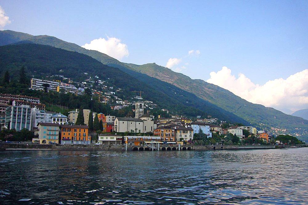 Blick vom Lago Maggiore auf Brissago