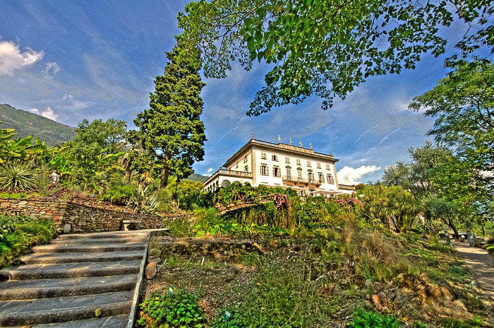 Blick auf die Villa und den Botanischen Garten auf den Brissago-Inseln im Lago Maggiore