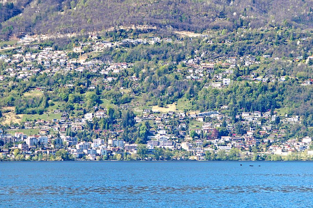 Blick vom Lago Maggiore auf Minusio