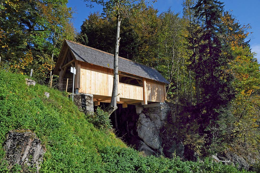 Holzgedeckte Kommabrücke bei Hittisau