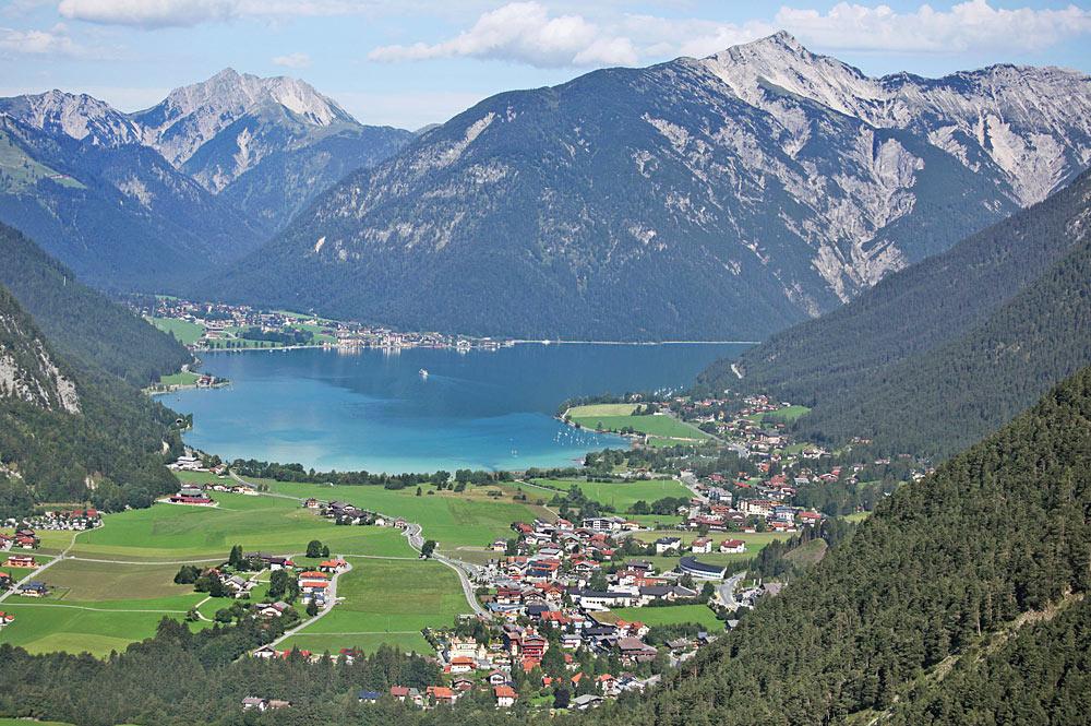 Luftaufnahme von Maurach-Eben am Achensee