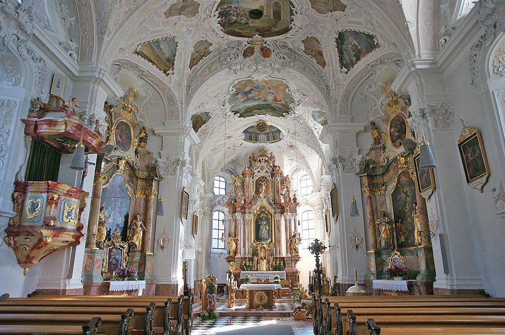 Innenraum der Pfarrkirche St. Notburga in Eben