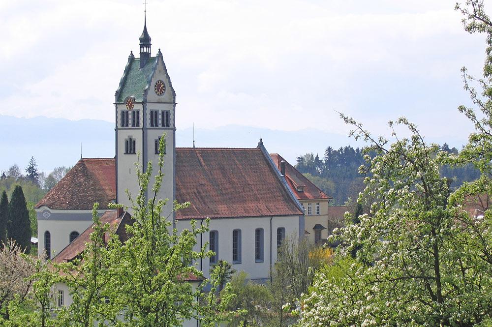 Blick auf die Kirche St. Gallus in Kressbronn-Gattnau