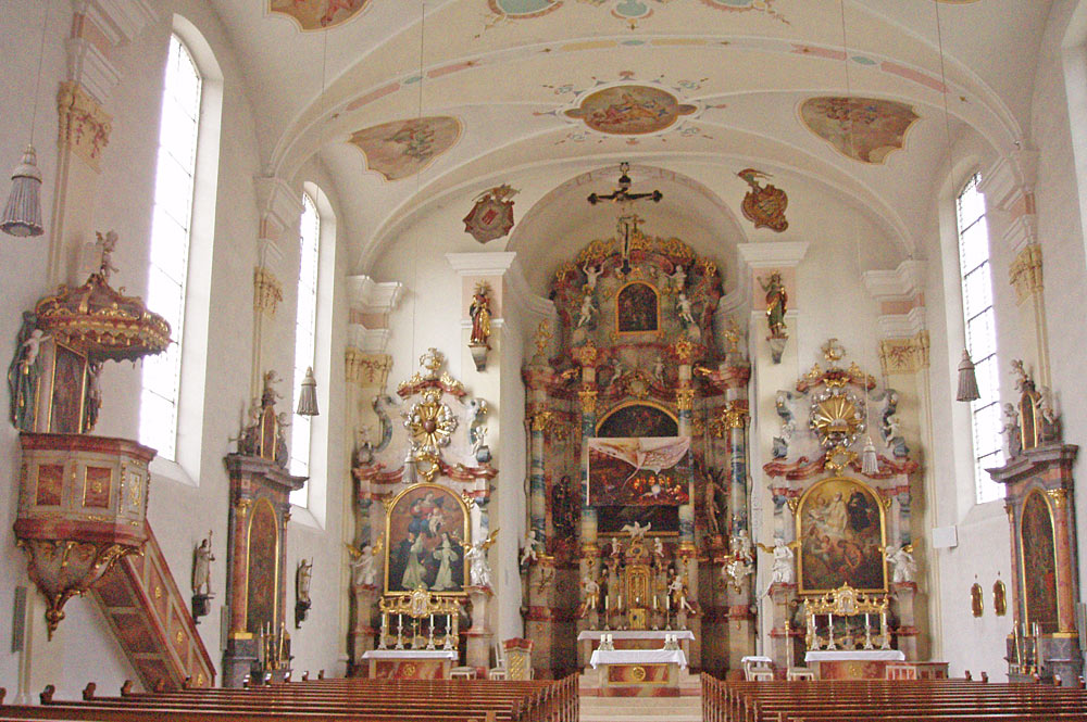 Blick ins Innere der Pfarrkirche St. Martin in Langenargen