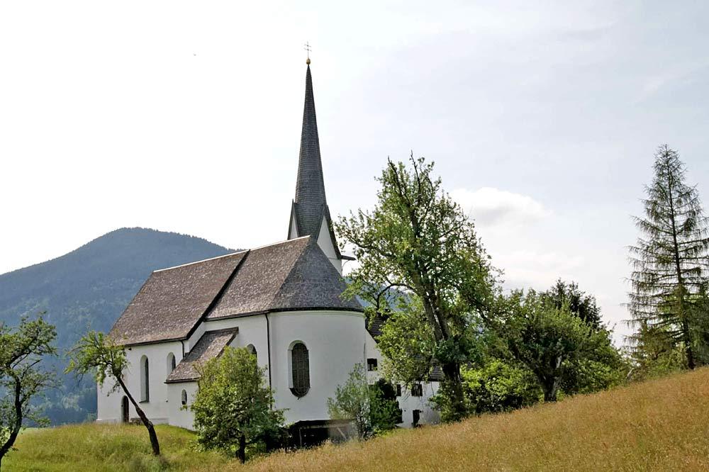 Blick auf die Kappelkirche Heilig Blut in Unterammergau