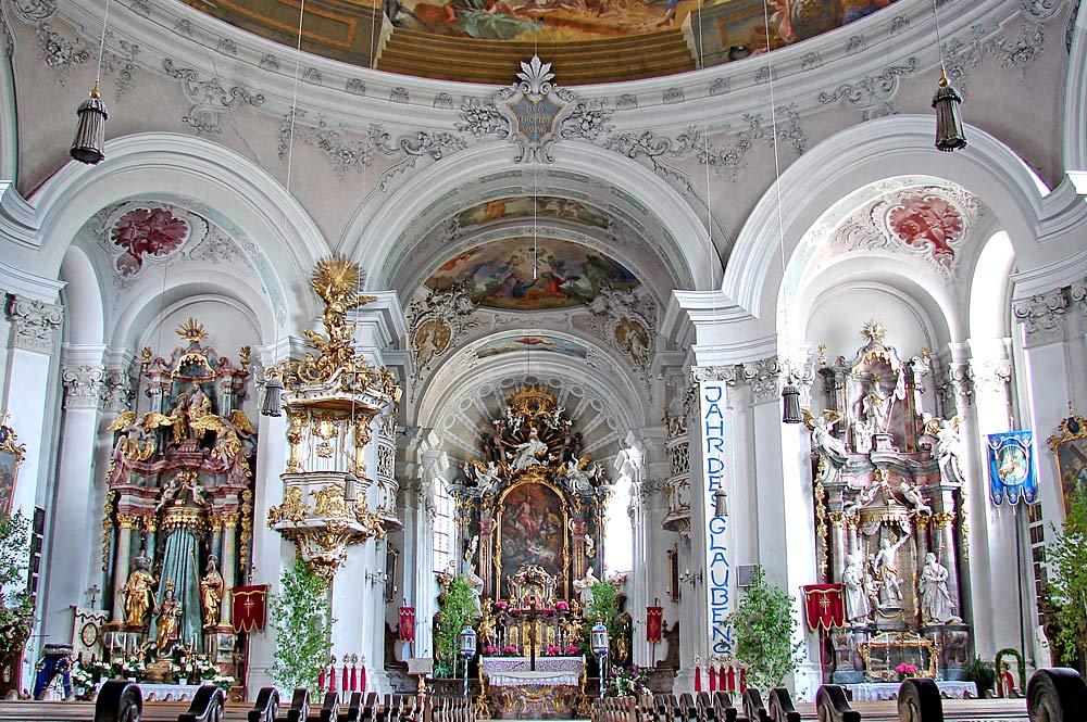 Innenraum der Pfarrkirche St. Nikolaus in Murnau am Staffelsee