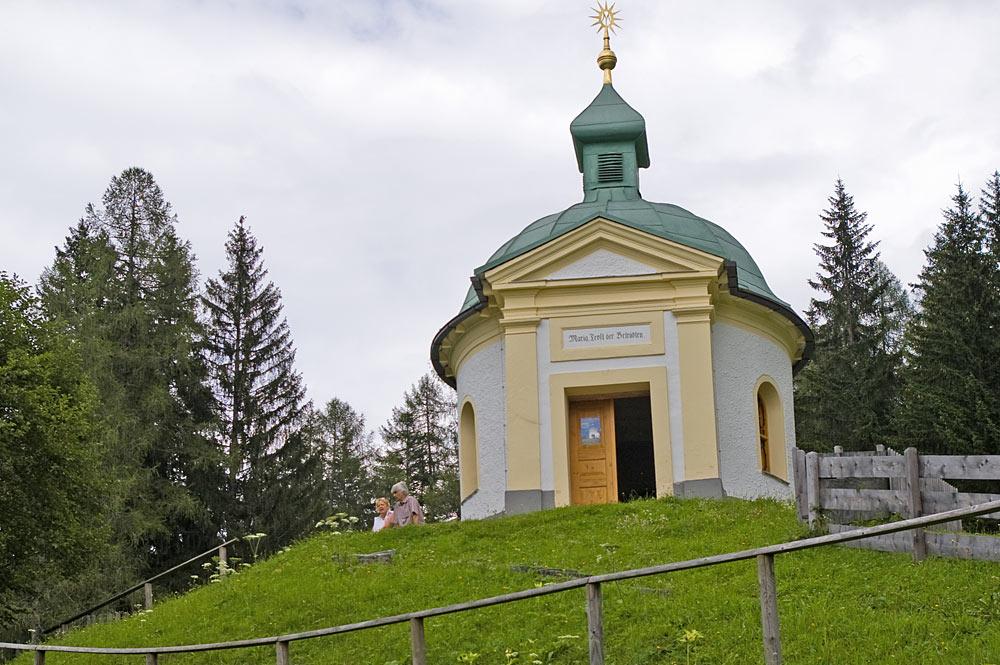 Blick auf die Wallfahrtskirche Maria Elend in Embach