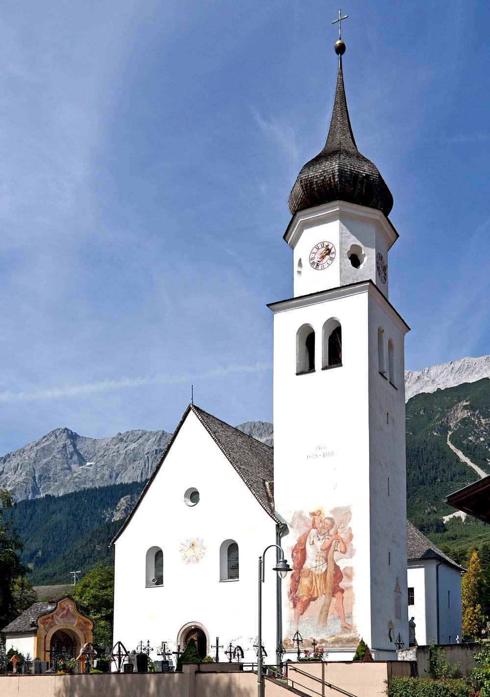 Außenansicht der Pfarrkirche St. Nikolaus in Wildermieming